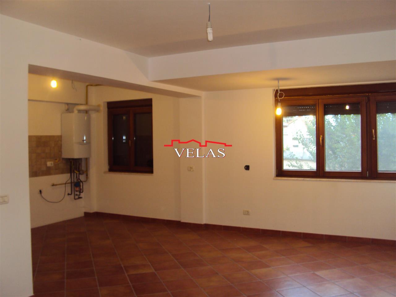 Apartament 3 camere, et. 1, Ct, renovat, str. Cuza Voda