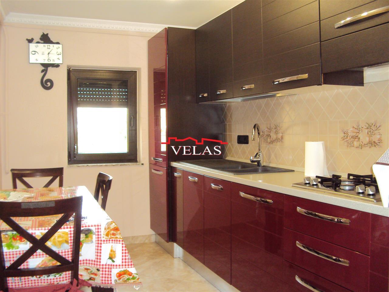 Inchiriez apartament 3 camere, mobilat si utilat, CT, central