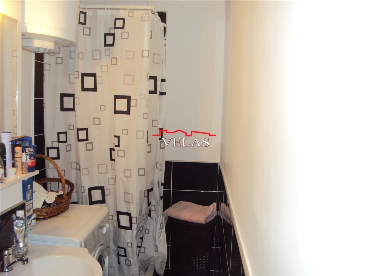 Apartament 2 camere, et. 4, renovat si mobilat,Oras Marasesti