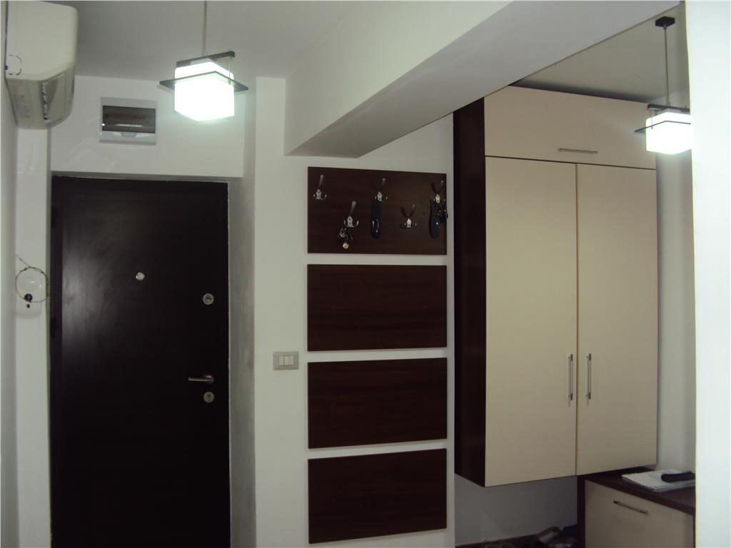 Apartament 3 camere,et. 2, zona Teatru