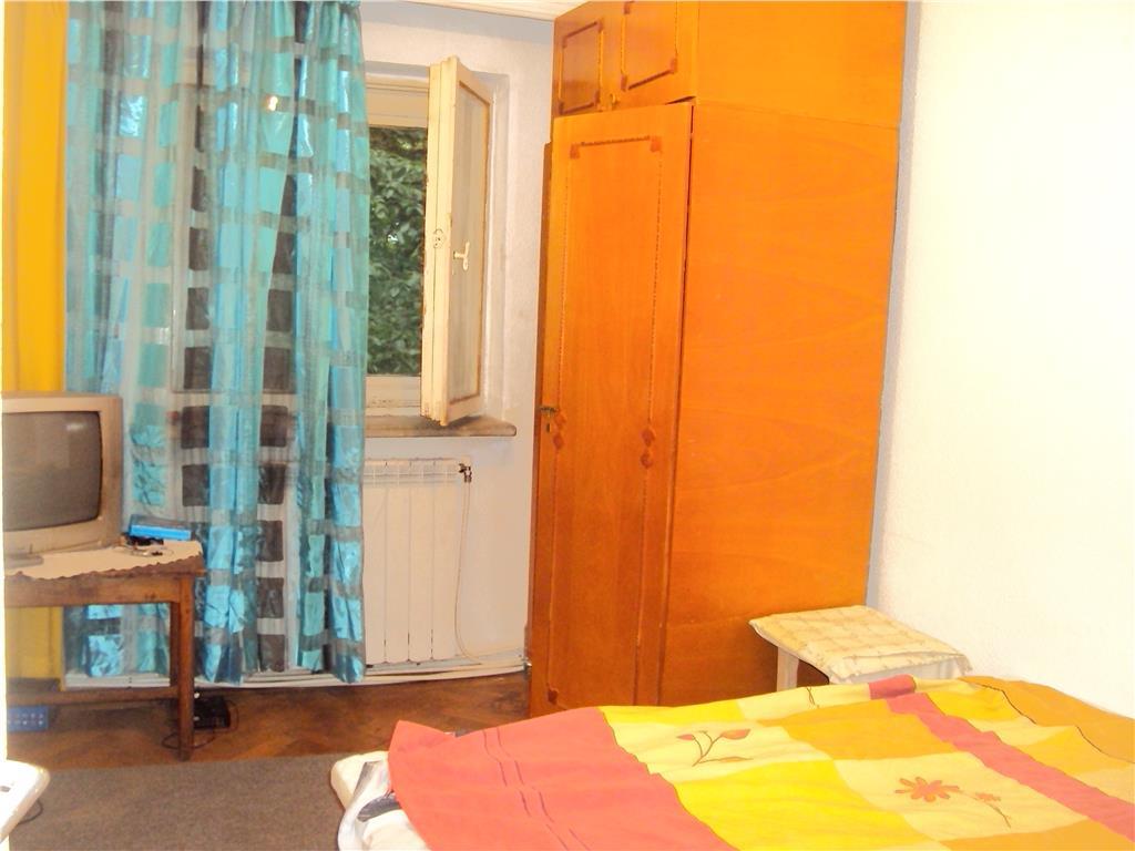Apartament 3 camere, et 2, hol patrat ,doua balcoane, doua bai ,Pastia