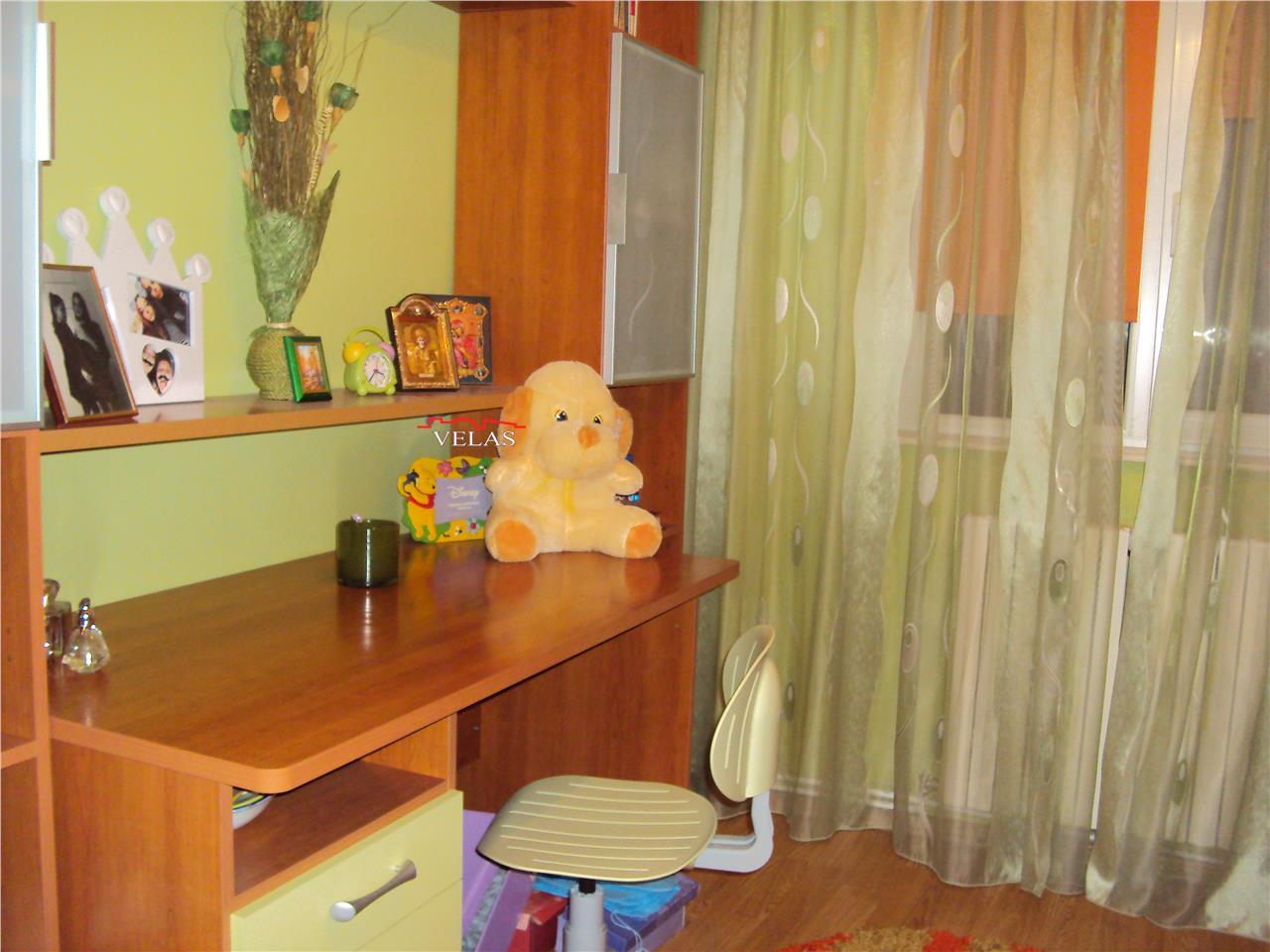 Apartament  3 camere , et 3, CT, mobilat, Longinescu