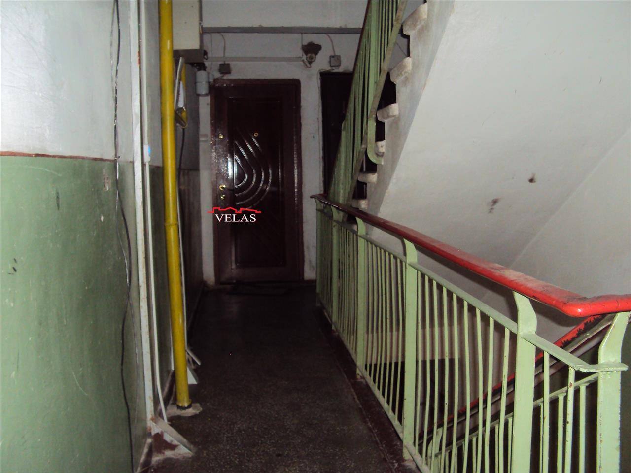 Apartament 3 camere, et 1, decomandat, liber, zona Sud