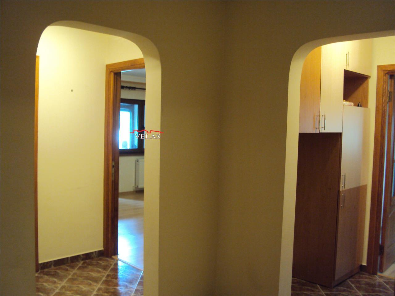 Apartament 4 camere, parter, doua balcoane, CT, s.u.110 mp, alarma