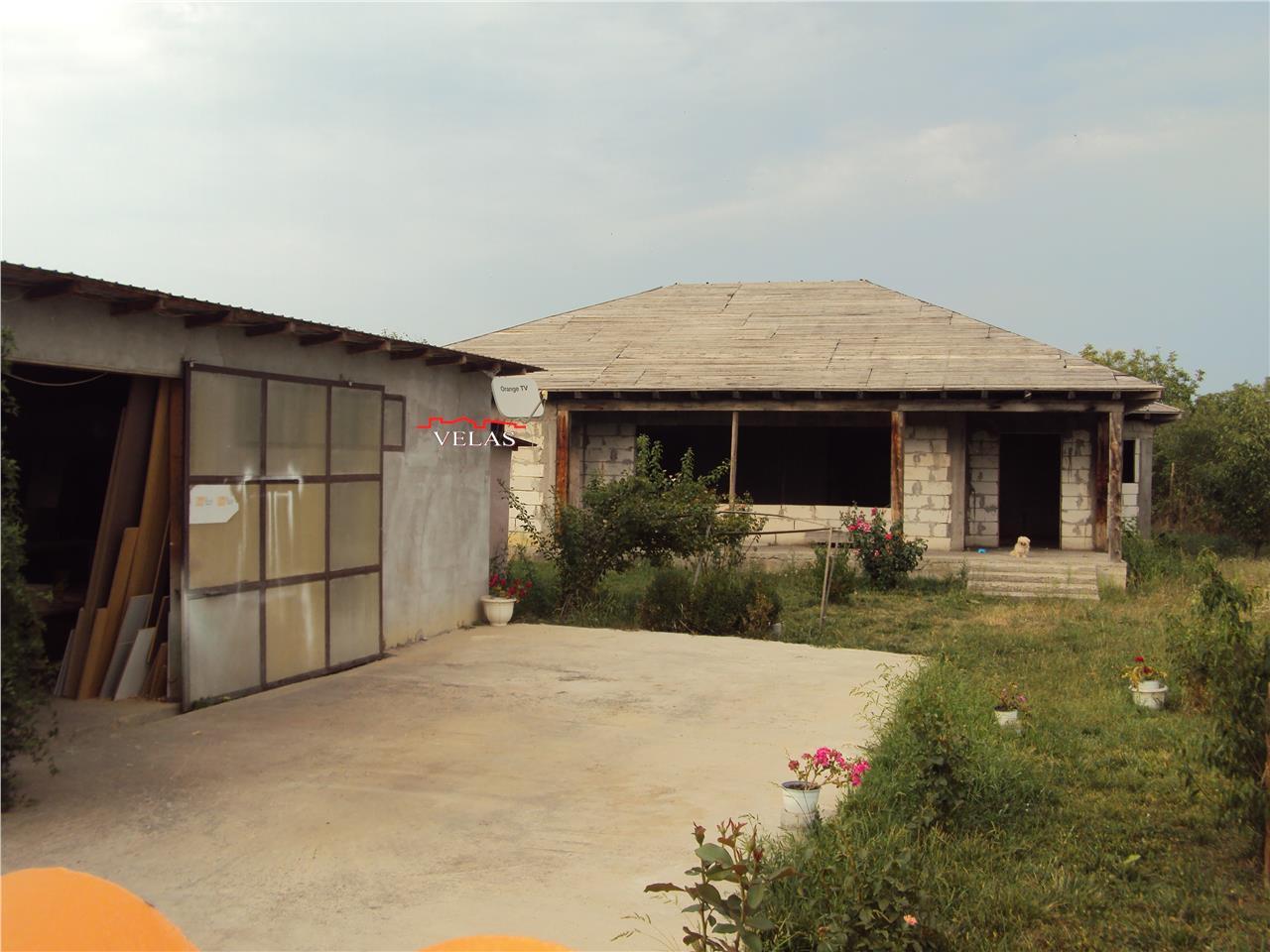 Casa in constructie si hala, Suraia