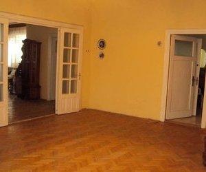 Vila ultracentral , parte dintr-un duplex, 4 camere, Focsani