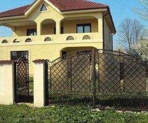 Vila P+E, din boltari de beton, acoperis tigla, termopan, izolata exterior