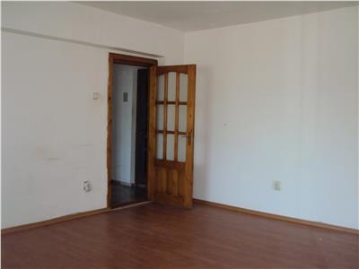 Apartament 3 camere, et.1, CT, str. Unirea Principatelor