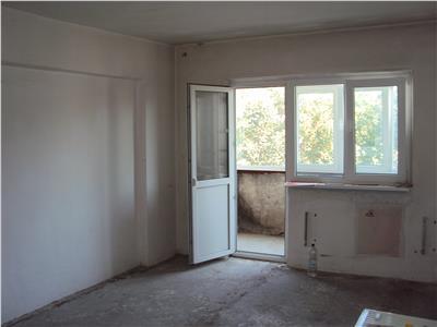 Apartament 3 camere, et. 2, zona Brailei