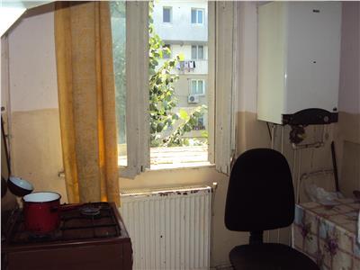 Apartament 3 camere, et 2, CT, fara imbunatatiri, zona Sud