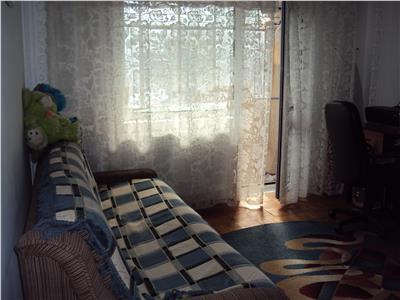 Apartament 2 camere, et 2,  hol patrat , logie si balcon