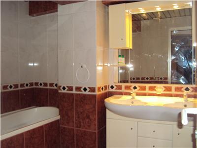 Inchiriez apartament 4 camere, semimobilat, str  Cuza Voda