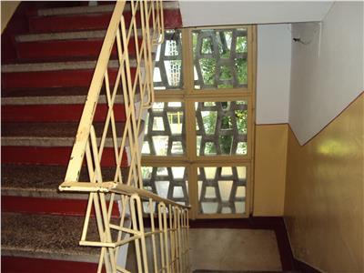 Apartament 2 camere et 3, zona Gara, liber, pret negociabil